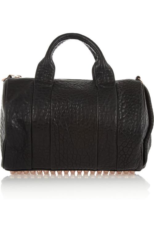 Det är en skam att jag inte visade upp min Alexander Wang-väska när jag  köpte den. Här är i alla fall den senaste väskan i samlingen – en svart  Rocco Bag ... 09370ff935e3f
