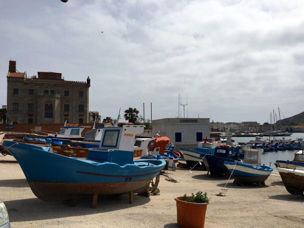Vägglampor Båt : Sicilien michaela forni