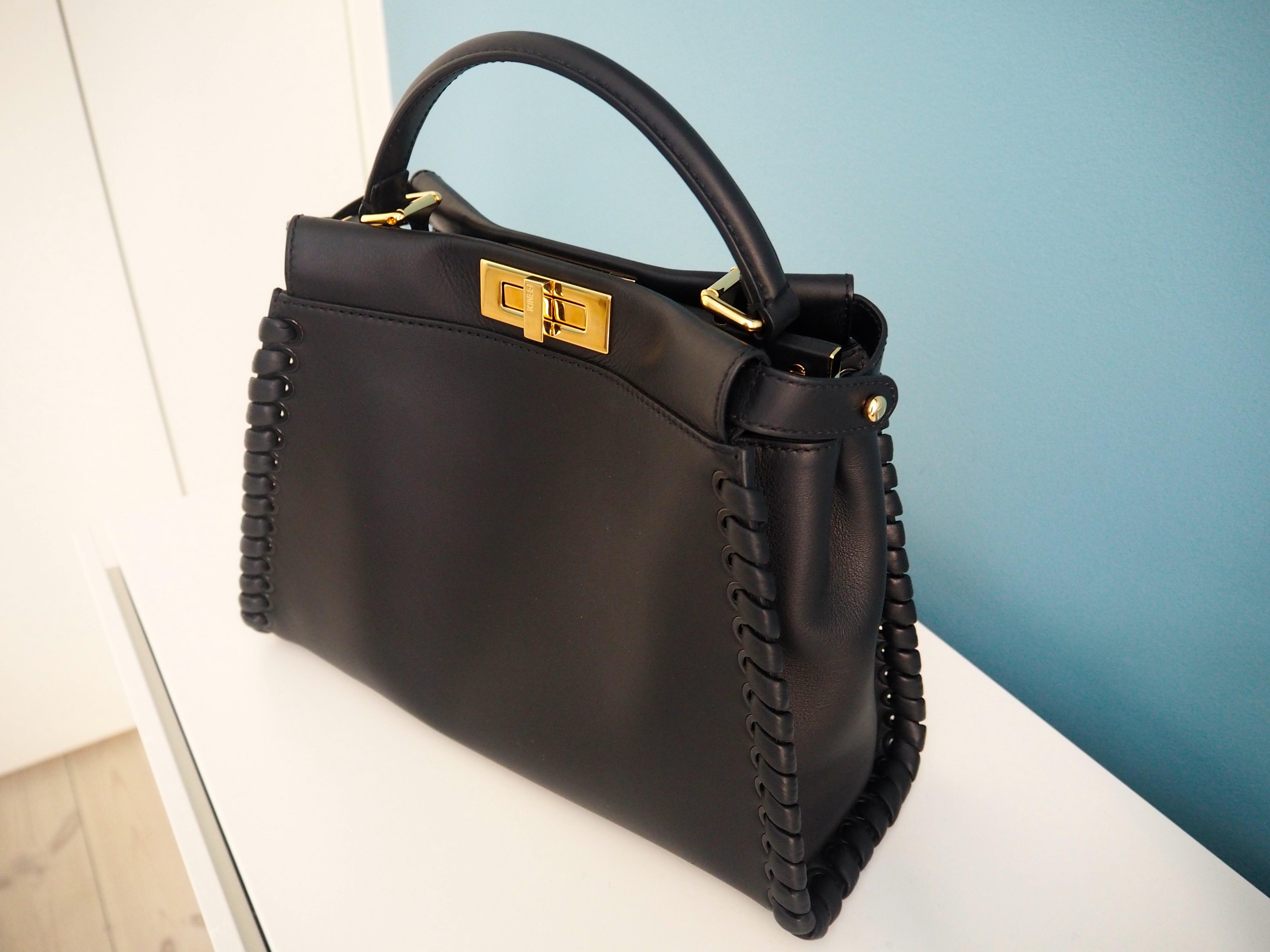d1c29aa128ca Här ser ni min nya baby – en svart Fendi Peekaboo Bag med flätade detaljer  på sidorna och guld.