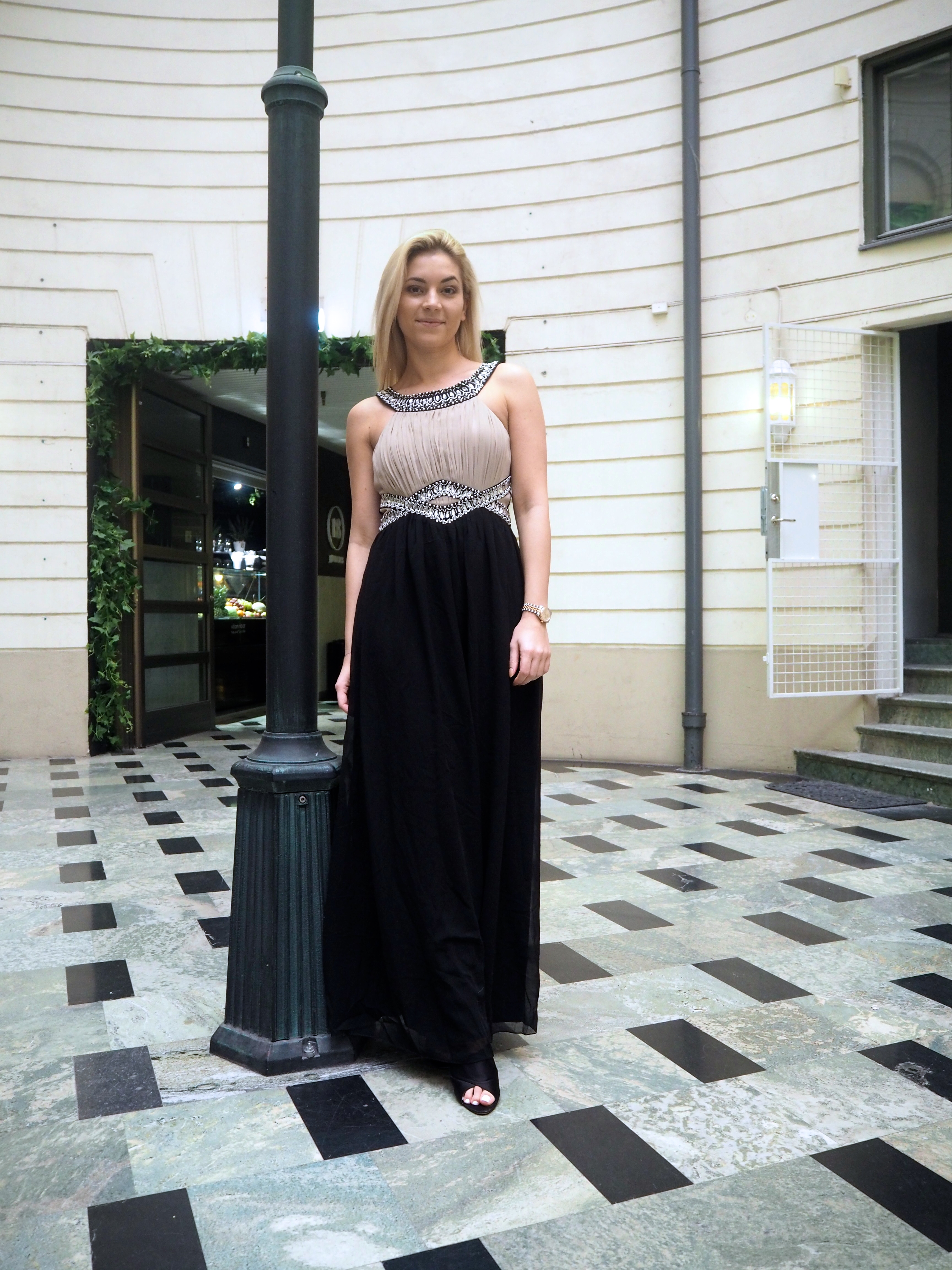 På begäran  Klänningar för fest bröllop bal - Michaela Forni 5dcd03eab286b